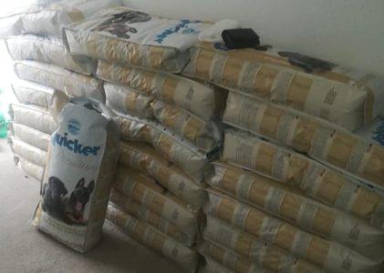 Ana eV hilft in Bosnien : Futter ist heute angekommen.